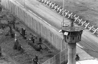 снимка 2 58 години от онзи 13-ти август, който раздели Германия (СНИМКИ)