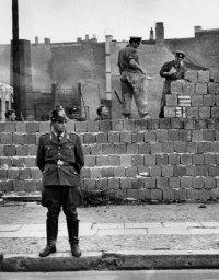снимка 1 58 години от онзи 13-ти август, който раздели Германия (СНИМКИ)