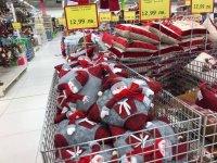 снимка 5 Смях в Lupa.bg: Народът се чуди и се мае какво празнува - Коледа, Баба Марта или Великден (СНИМКИ)