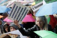 снимка 1 Лекари и медсестри протестират пред МС