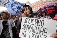 снимка 6 Лекари и медсестри протестират пред МС