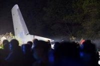 снимка 9 Потресаващи кадри от падналия самолет в Украйна (СНИМКИ И ВИДЕО)