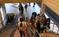 снимка 3 Фоторепортаж в Lupa.bg: Метрото претъпкано, новият график побърка народа