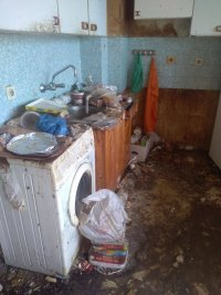 снимка 2 Ужас: Вижте как живее психично болен мъж в София (СНИМКИ 18+)